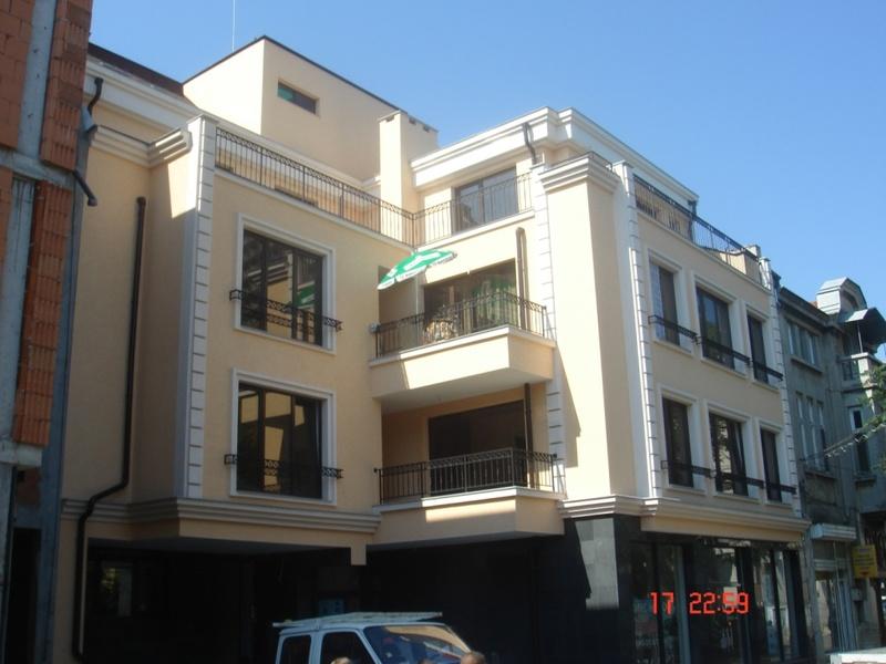 """Жилищна сграда на ул.\""""Упенска\"""" в гр.Бургас. Завършена през 2012г."""